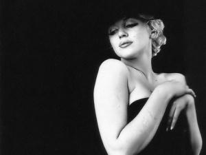 Marilyn_Monroe_Wallpaper_4_by_Catsya