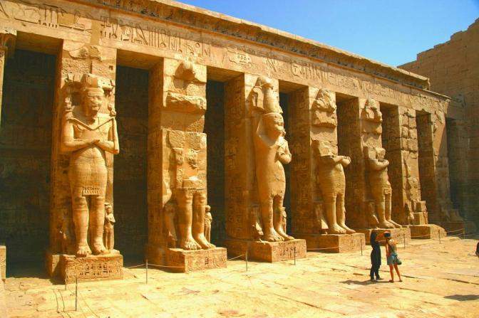 ~En Egipto, La Tienda de Hapu~ El primer anuncio escrito~